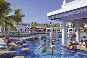 Swim-up Pool Bar at RIU Montego Bay